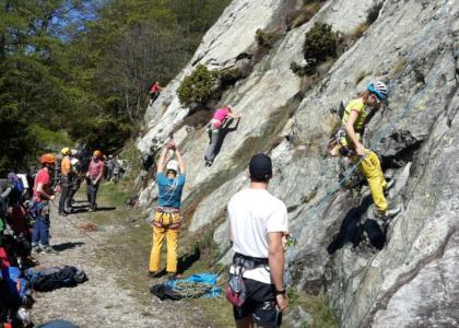 Gli allievi durante la scalata