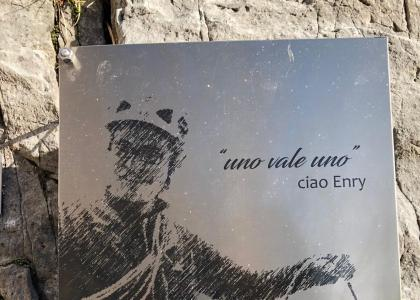 La targa per Enrico