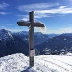 Croce di vetta e panorama vrso sud