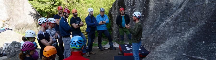 Peppo spiega i fondamenti della arrampicata